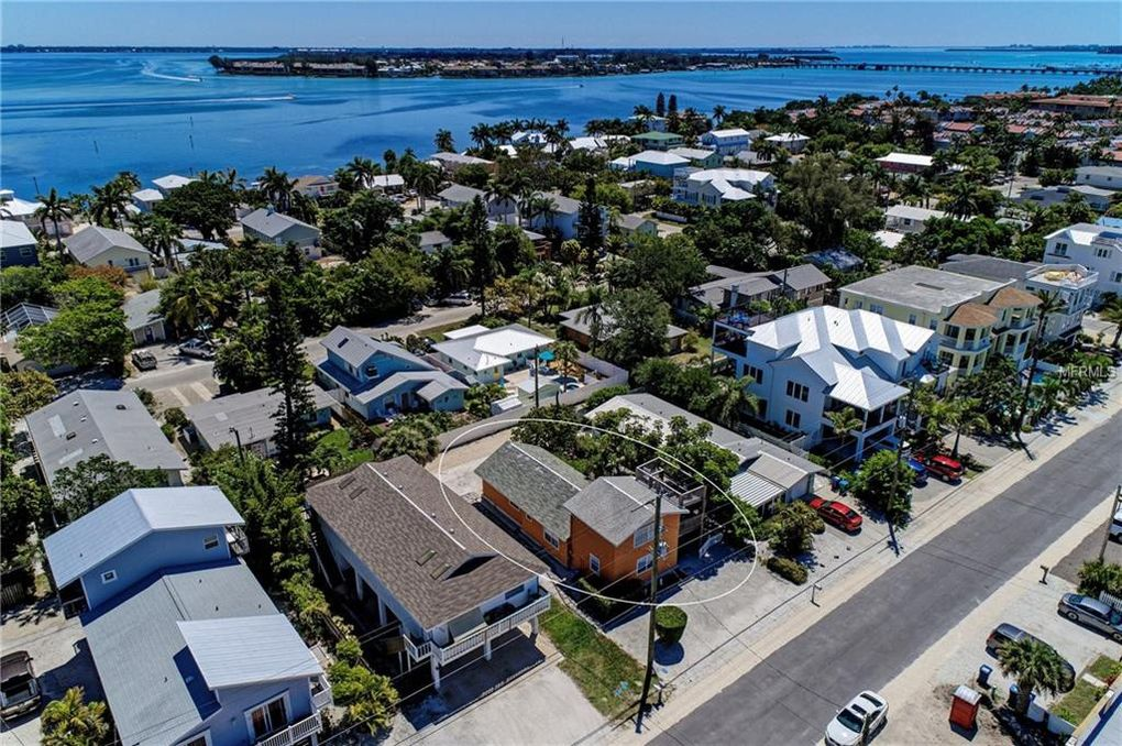 2211 Avenue C, Bradenton Beach, FL 34217