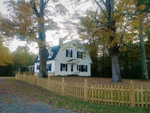 Photo of 412 Maple St, Hinsdale, MA 01235