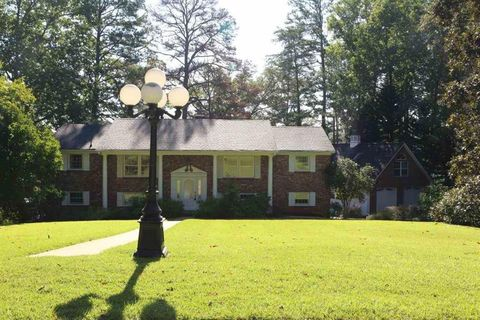 Photo of 1240 Baypoint Dr, Seneca, SC 29672