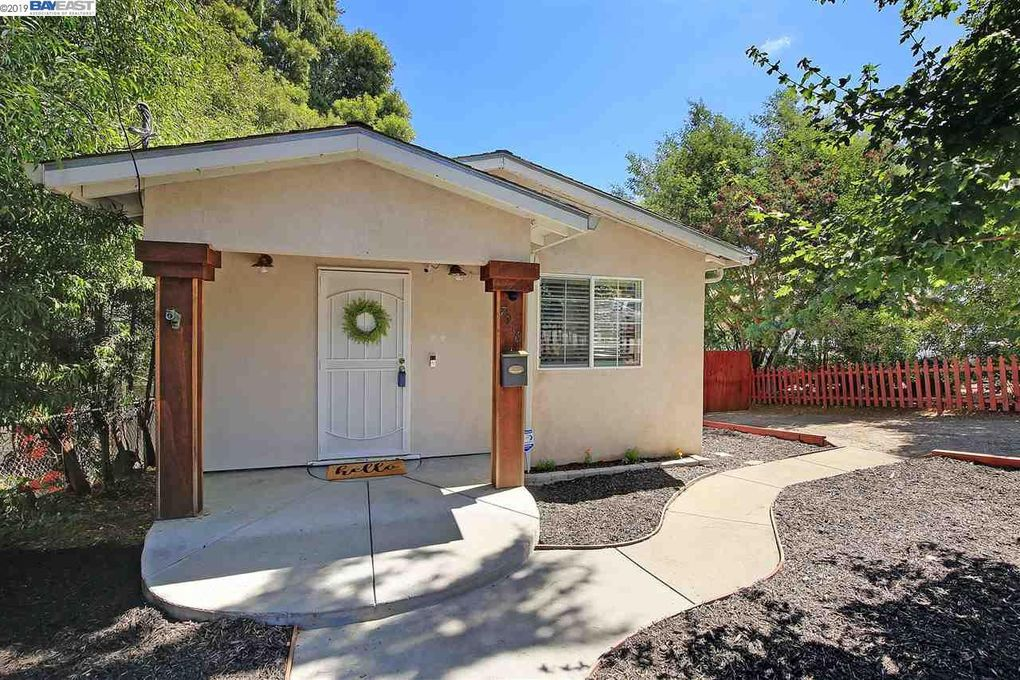 7916 Greenly Dr Oakland, CA 94605