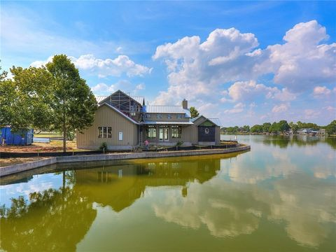 Photo of 701 Woodland Hls, Granite Shoals, TX 78654