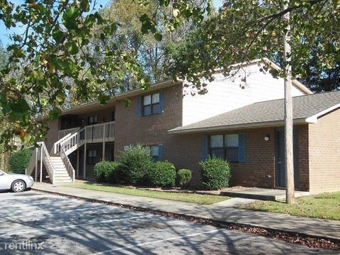 Photo of 2647 Macgregor Downs Rd, Greenville, NC 27834