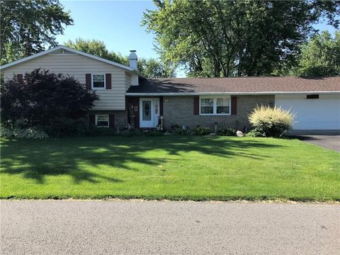 421 Sidney St, West Liberty, OH 43357