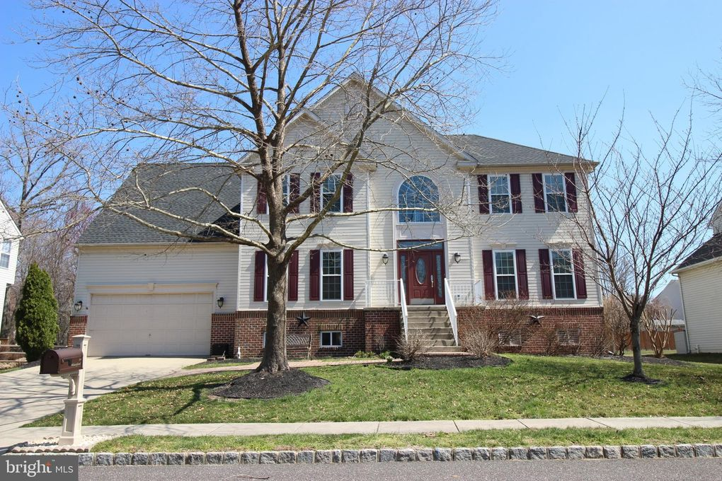 14 Waterford Dr, Bordentown, NJ 08505