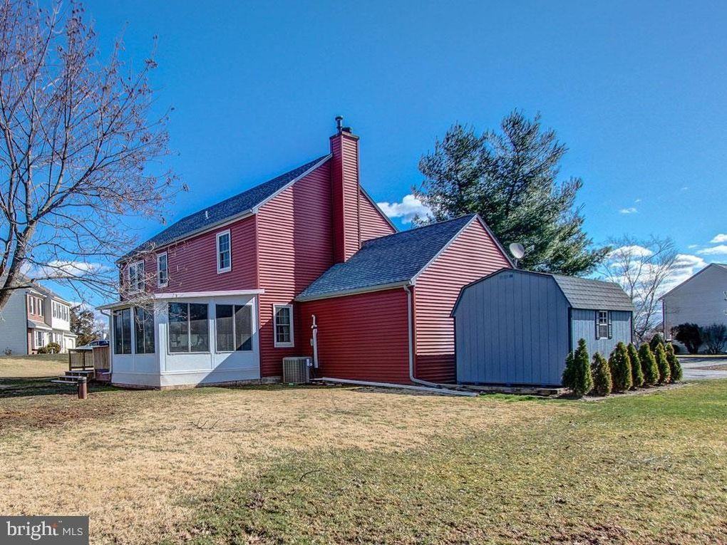 105 Hampton Cir, Gilbertsville, PA 19525
