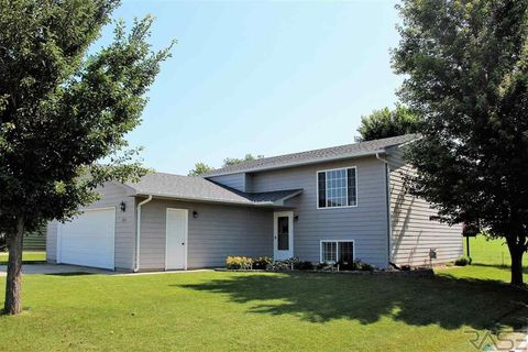 102 S 6th St, Baltic, SD 57003