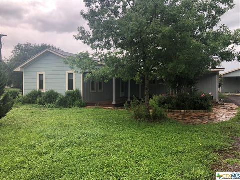 Photo of 506 Nw River Rd, Martindale, TX 78655