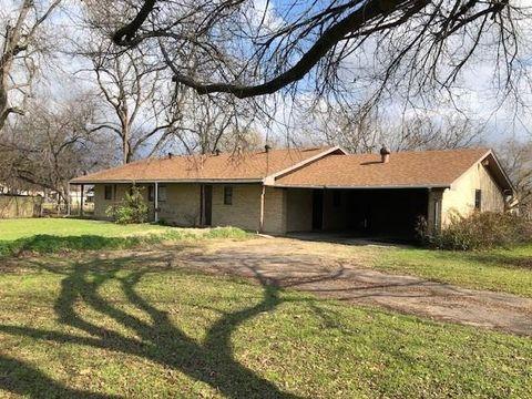 Photo of 113 S Avenue C, Wortham, TX 76693