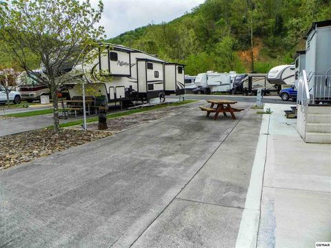 Photo of 1327 Wears Valley Rd, Pigeon Forge, TN 37863