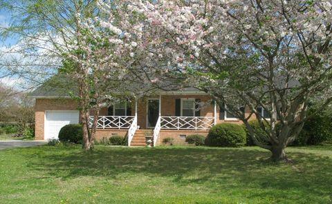 701 Robeson Ave, Lake Waccamaw, NC 28450
