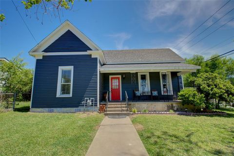 Photo of 810 N Ellis St, Giddings, TX 78942
