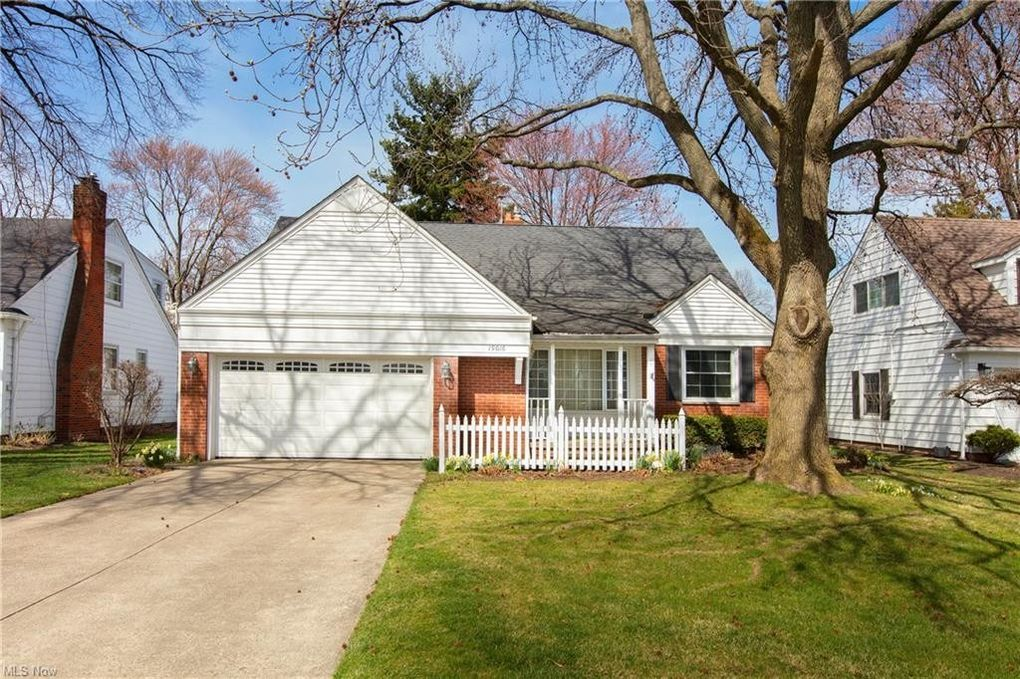 19016 Colahan Dr Rocky River, OH 44116