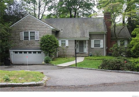 2 Horseguard Ln, Scarsdale, NY 10583