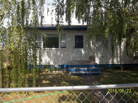 106 5th Ave Sw, Cut Bank, MT 59427