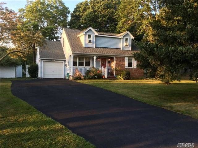 29 Colonial Dr East Patchogue, NY 11772