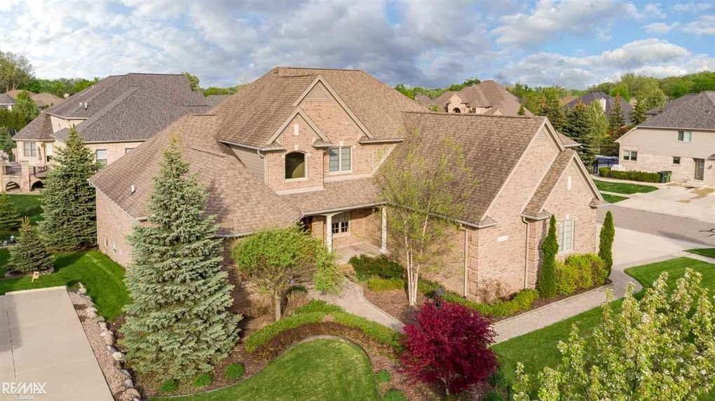 56210 Summit Dr Shelby Township MI 48316