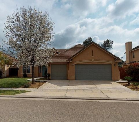 Photo of 565 Greenfield Ave, Clovis, CA 93611