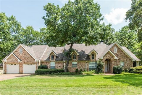 Photo of 2135 Lakeview Dr, Mabank, TX 75156