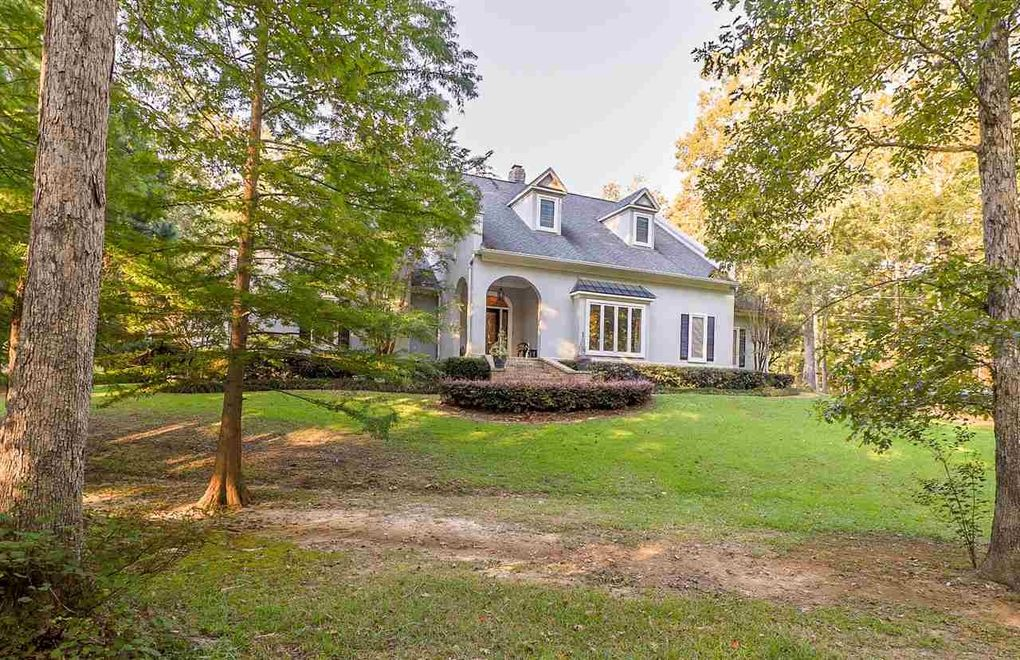 135 Summerwood Dr Pearl MS 39208