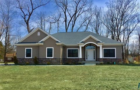 Photo of 4568 Gentwood Dr, Williamsville, NY 14221