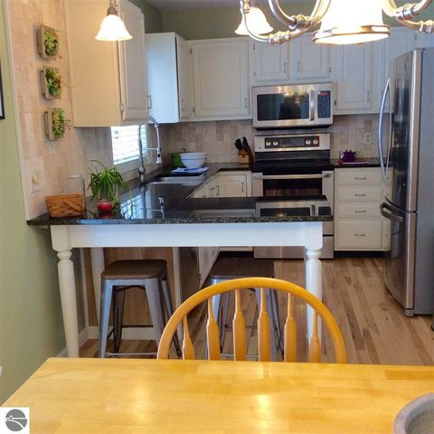 3213 Holiday View Dr, Traverse City, MI 49686