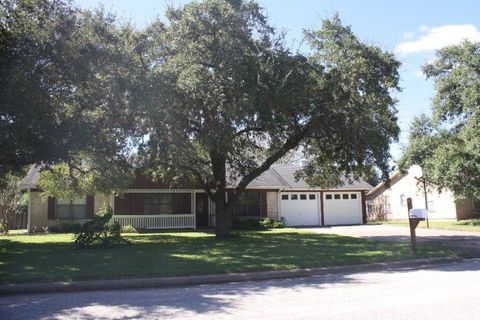 101 crittenden st yoakum tx 77995 home for sale and