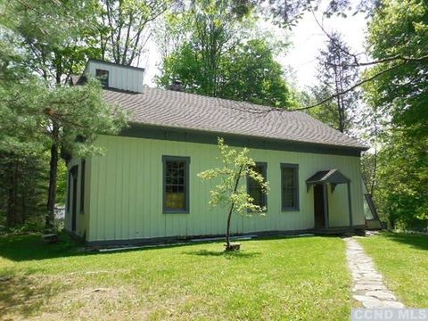 15 Nobletown Rd, Hillsdale, NY 12529
