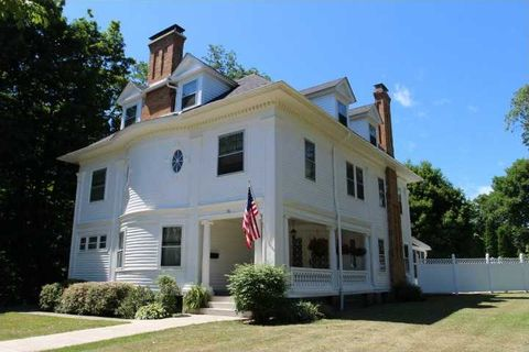 58 W Main St, North East, PA 16428