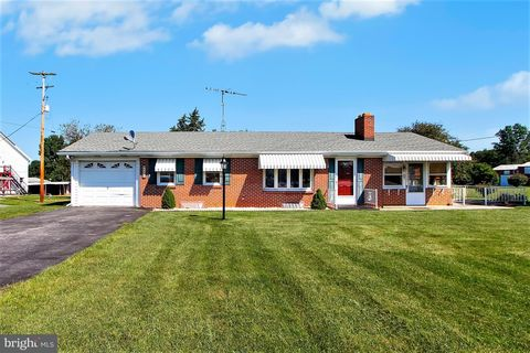 4406 York Rd, New Oxford, PA 17350