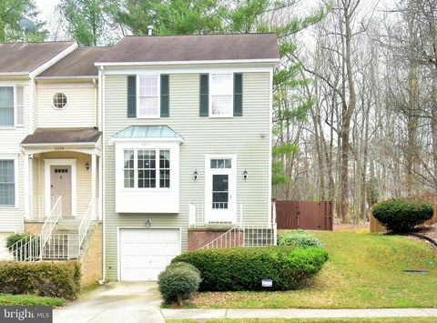 8311 Ridge Crossing Ln, Springfield, VA 22152