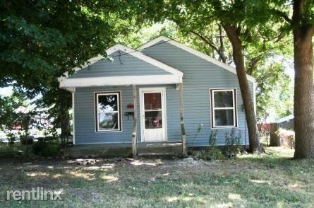 Photo of 800 W Della St, Springfield, MO 65803