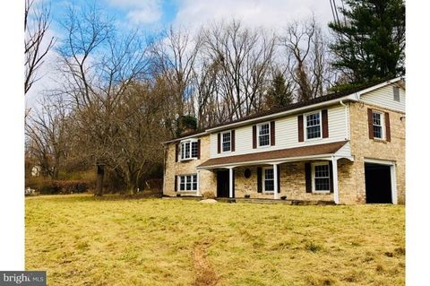 2955 Honey Valley Rd, Dallastown, PA 17313