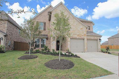 422 Yegua St, Webster, TX 77598