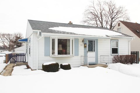 Photo of 2071 W Tripoli Ave, Milwaukee, WI 53221