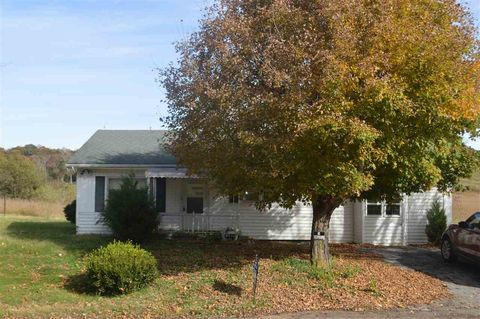 Photo of 841 Briar Thicket Rd, Bybee, TN 37713