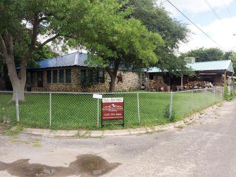 Photo of 902 6th St, Ozona, TX 76943