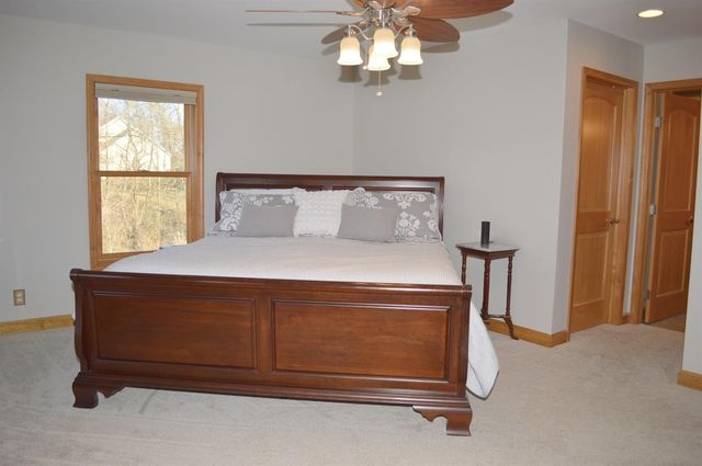 1684 Laurel Glen Ct, Hamilton Township, OH 45140 - Bedroom