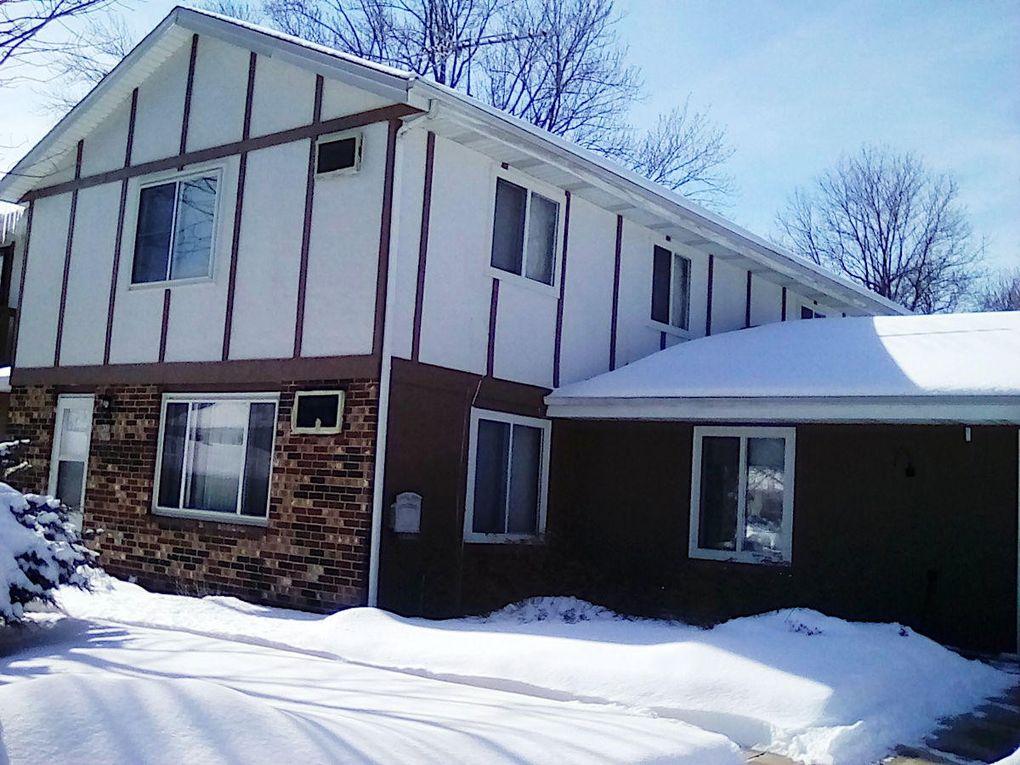 W53 N195 Pierce Ct, Cedarburg, WI 53012