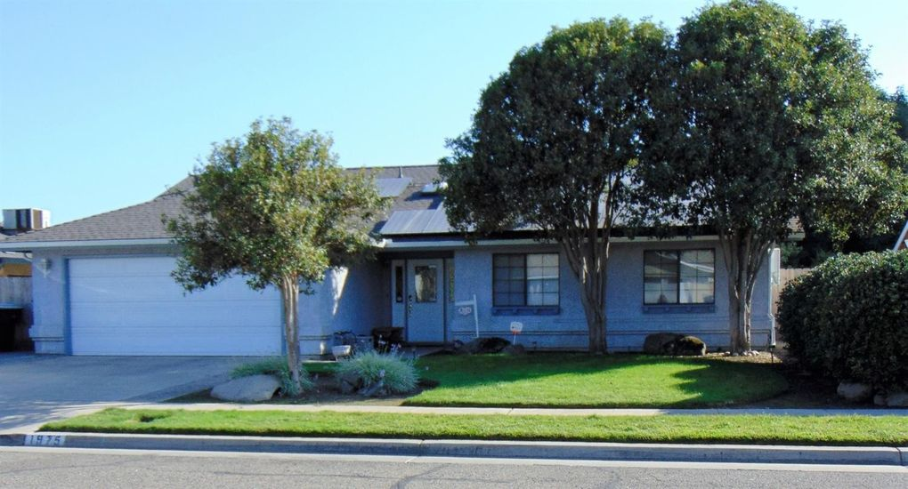 1975 E Eastbrook Ave, Tulare, CA 93274