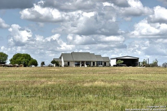 5607 County Road 407 Karnes City, TX 78118
