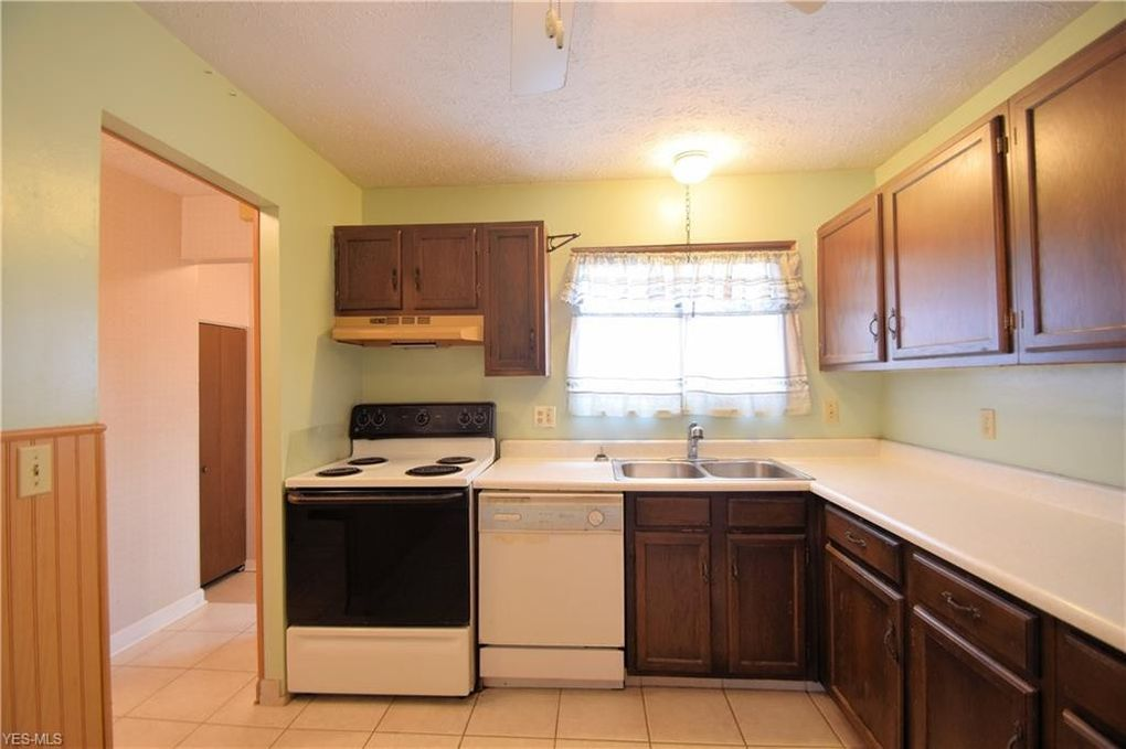 5571 Treetop Ct Unit 135, Parma, OH 44134