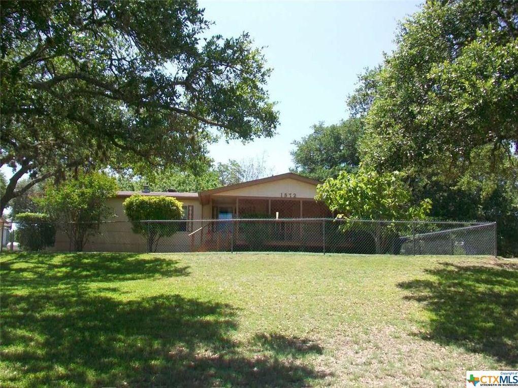 1572 Live Oak Dr Canyon Lake, TX 78133
