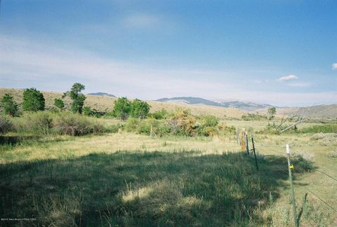 7897 Highway 26, Crowheart, WY 82512