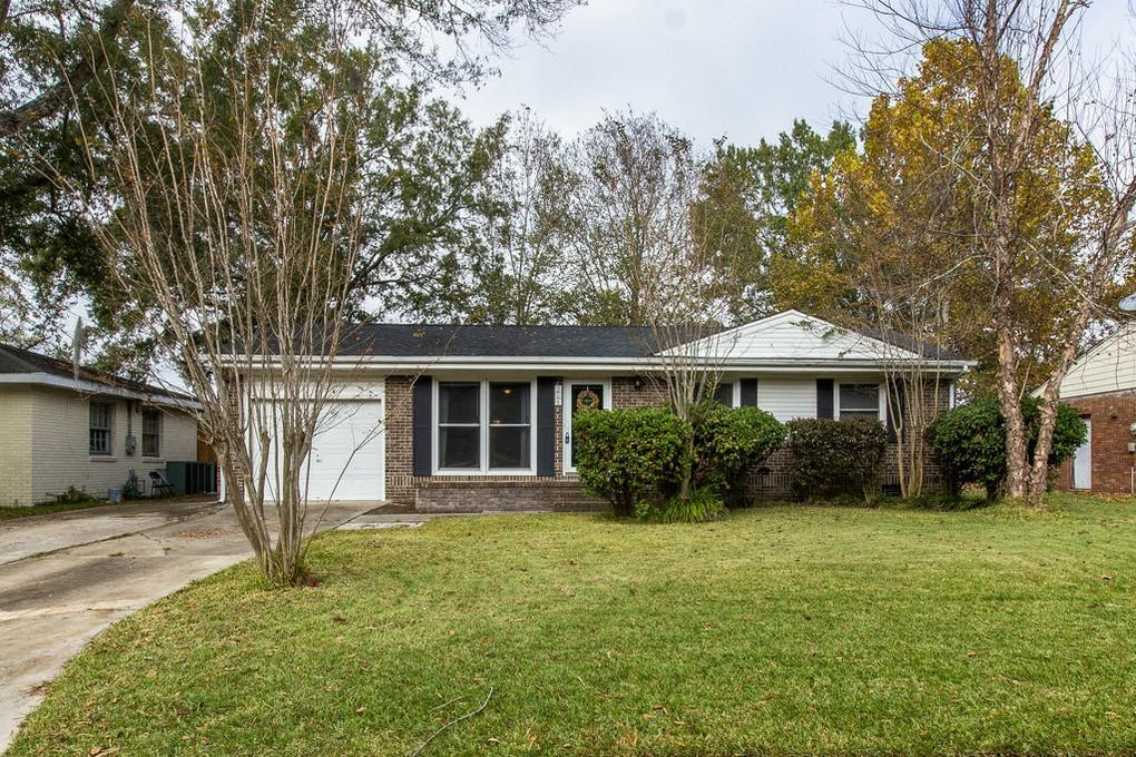 304 Holly Ave, Goose Creek, SC 29445