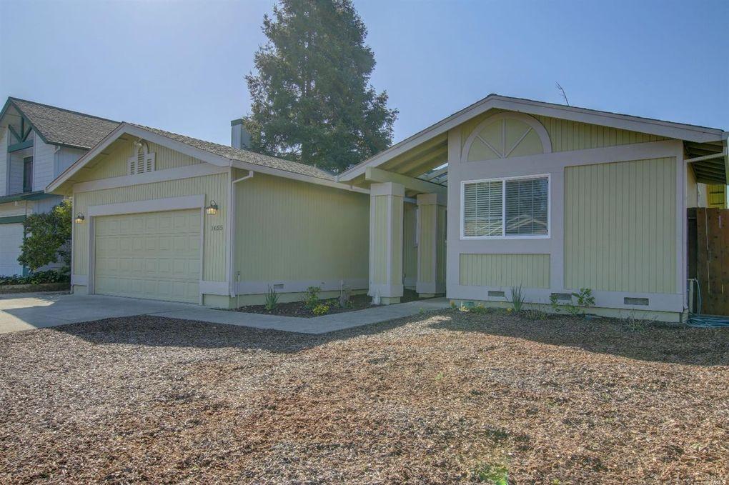 1655 Calle Ranchero Dr, Petaluma, CA 94954