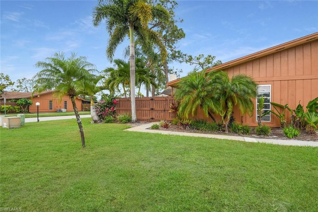 5619 Foxlake Dr, North Fort Myers, FL 33917