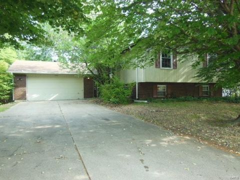 1604 Country Acres Dr, Saint Peters, MO 63376