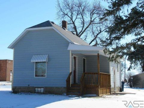 Photo of 117 S Church Ave, Hills, MN 56138