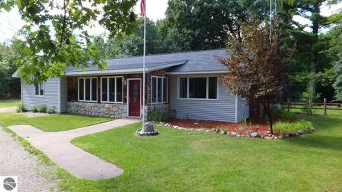 3008 Indian Hill Rd, Honor, MI 49640