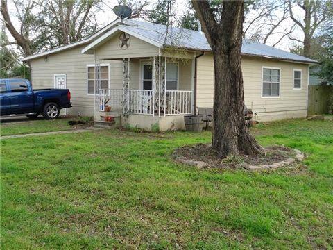 Photo of 1200 Ne 5th St, Smithville, TX 78957